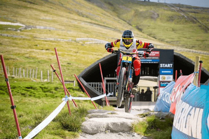Minnaar wins 7th Fort William World Cup title